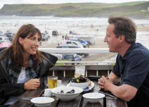 Cameron tries to persuade reluctant voter in Polzeath to vote Tory