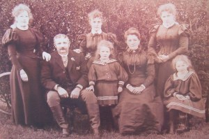 Richard Penrose and family in the mid-1890s. He'd emigrated to the states in the early 1870s with his wife and brother. His brother stayed; they returned.